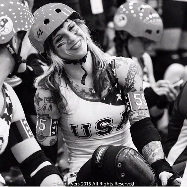 ❤️❤️❤️ photo by Bob Ayers @maninthebowlerhat - make sure you follow him for more amazing #rollerderby photos!